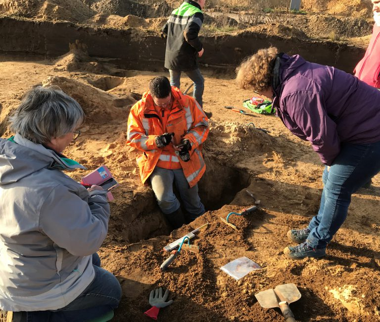 20200118 Bewoners graven olv RAAP_foto gem Ede