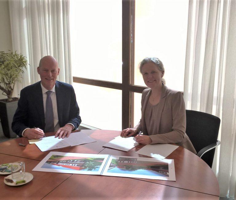 ondertekening woningcorporatie Barneveld